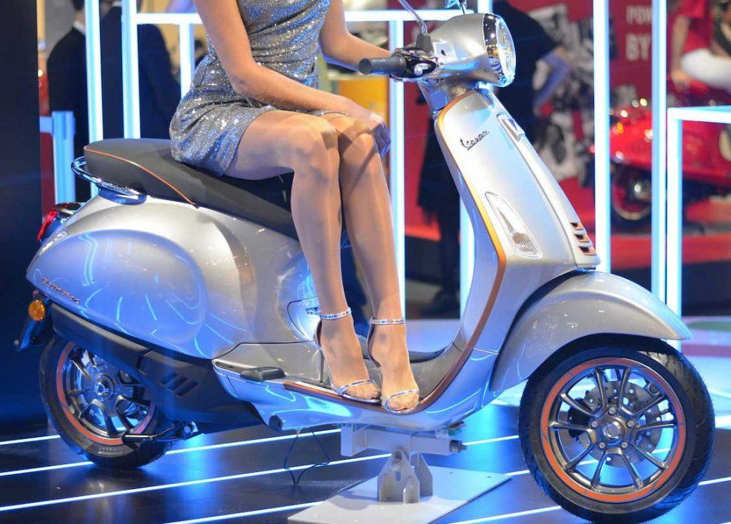 elektrikli-motosiklet-vespa-elettrica-2019-gorselleri-fiyati-elektrikliarabafiyatlaricom