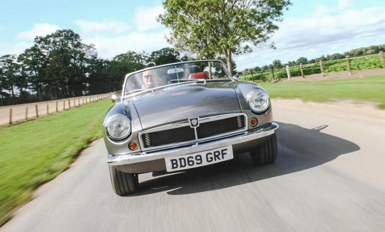 Klasik-İngiliz-Roadster-Elektrikli-Arabaya-Dönüştü